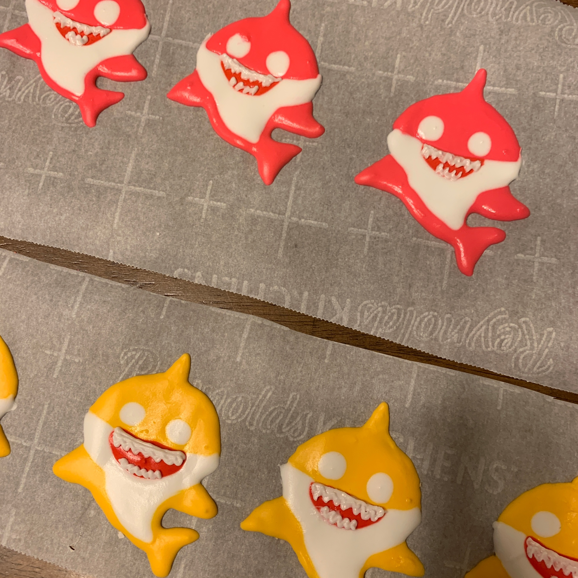 baby shark cupcake toppers 1